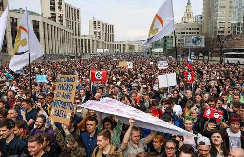 تظاهرات هزاران روس در حمایت از آزادی گردش اطلاعات و اعتراض به فیلتر شدن تلگرام در خیابان