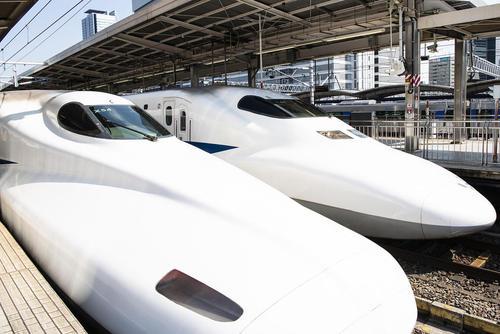 قطارهای سریعالسیر در ایستگاه شهر