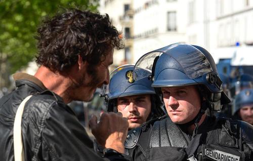 تظاهرات سراسری علیه امانوئل ماکرون رییس جمهوری فرانسه در نخستین سالگرد پیروزی او در انتخابات ریاست جمهوری فرانسه- پاریس