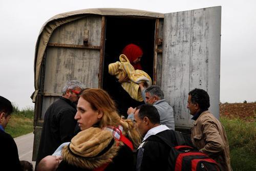 پناهجویان سوری در مرز ترکیه و یونان