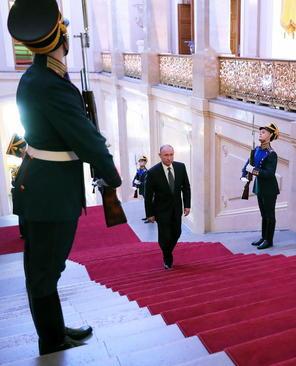 پوتین دیروز – دوشنبه - در کاخ کرملین مسکو مراسم تحلیف چهارمین دوره ریاست جمهوری خود را برگزار کرد. – عکس: ایتارتاس