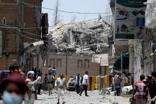 حمله جنگندههای ائتلاف تحت رهبری سعودی به کاخ ریاست جمهوری یمن در شهر صنعا