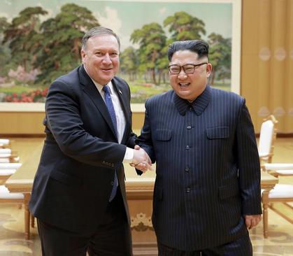 دیدار مایک پمپئو وزیر امور خارجه آمریکا با کیم جونگ اون رهبر کره شمالی در پیونگ یانگ/عکس: خبرگزاری رسمی کره شمالی