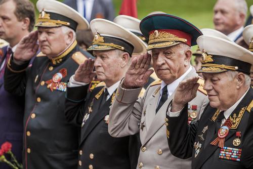 کهنه سربازان جنگ دوم جهانی در رژه روز پیروزی روسیه بر ارتش آلمان نازی در بندر سواستوپول روسیه