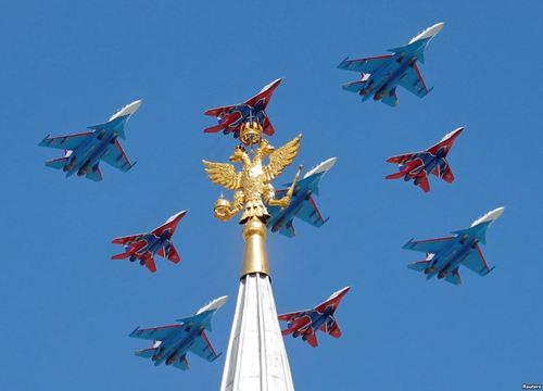 نمایش هوایی در رژه روز پیروزی بر آلمان نازی در مسکو