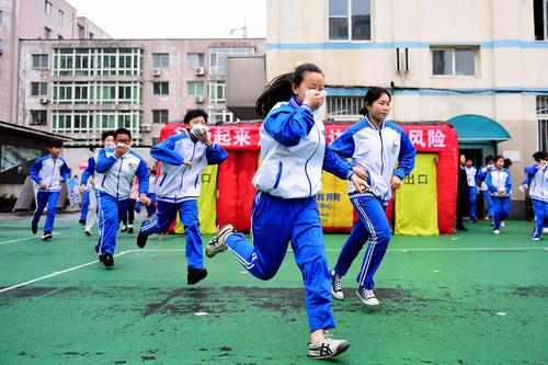 مانور شرایط اضطراری در مدرسه ای در شنیانگ چین