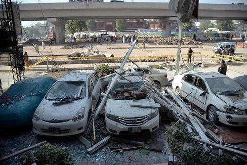 انفجاری تروریستی در هتلی در پیشاور پاکستان/شینهوا