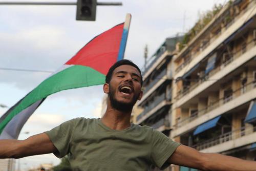 تظاهرات اعتراضی فلسطینیهای ساکن یونان در مقابل سفارت اسراییل در شهر آتن
