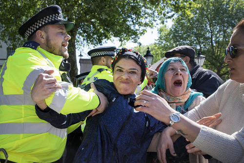 تظاهرات کردهای مقیم لندن در اعتراض به حضور اردوغان در مقر نخست وزیری بریتانیا برای دیدار با نخست وزیر انگلیس