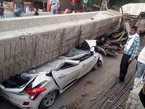 فروریختن یک پل در دست ساخت در شهر اللهآباد هند