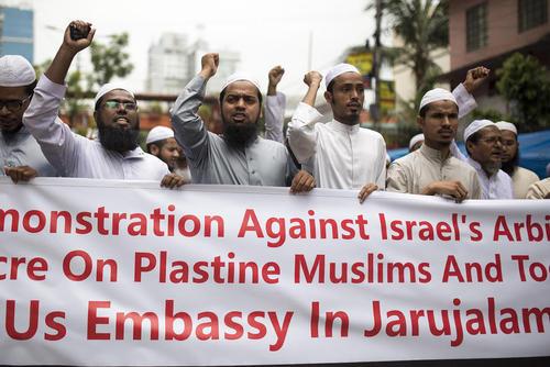 تظاهرات اسلامگرایان در مقابل سفارت آمریکا در شهر داکا  بنگلادش در اعتراض به کشتار فلسطینیها به دست ارتش اسراییل