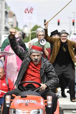 تظاهرات اتحادیههای کارگری بلژیک برای افزایش حقوق بازنشستگی- بروکسل