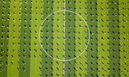 تمرین فوتبالی دانشآموزان چینی