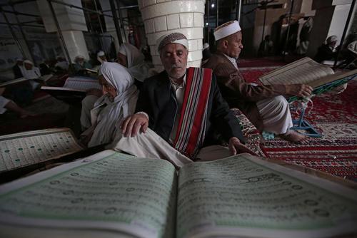 حال و هوای رمضانی در مسجد جامع شهر صنعا یمن