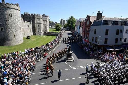 آمادگیها و ترتیبات امنیتی ویژه برای جشن عروسی روز شنبه شاهزاده هری نوه ملکه بریتانیا در قلعه وینسور در برکشایر بریتانیا