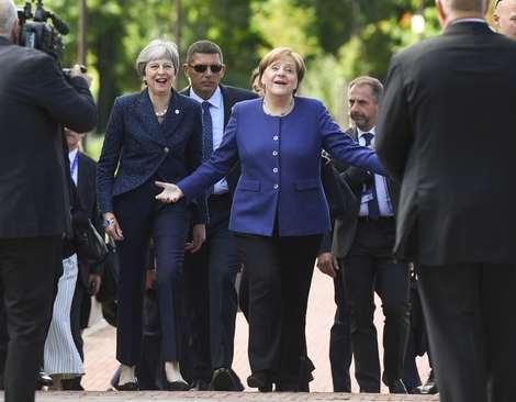 صدراعظم آلمان  و نخست وزیر بریتانیا در نشست سران اتحادیه اروپا در صوفیه بلغارستان