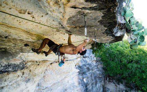 صخره نوردی در آستن تگزاس- عکس روز وب سایت