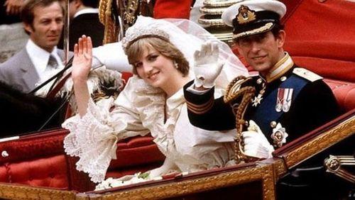 شاهزاده چارلز و لیدی دایانا در ۲۹ ژوئیه ۱۹۸۱ پس از مراسم در کلیسای جامع سنت پل