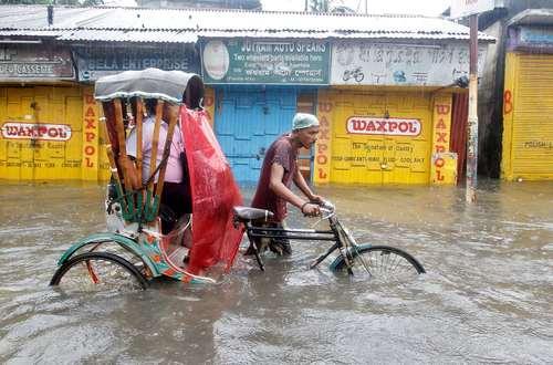 مسافرکشی در سیلاب شهر