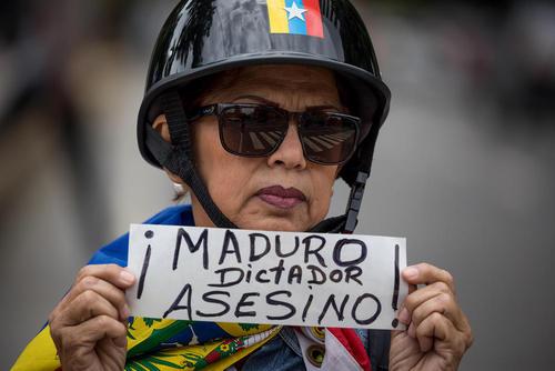 یکی از مخالفان نیکولاس مادورو رییس جمهوری ونزوئلا در واکنش به اعلام پیروزی او در انتخابات اخیر در این کشور