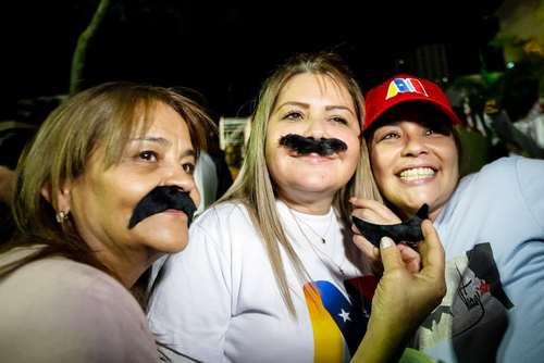 جشن پیروزی نیکولاس مادورو در میان حامیانش