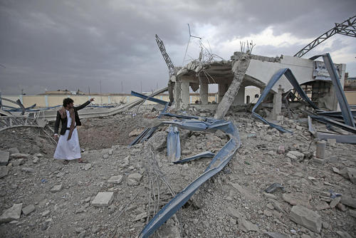 حمله هوایی ائتلاف تحت رهبری سعودی به یک پمپ بنزین در حومه شهر صنعا یمن