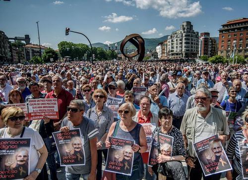 تظاهرات بازنشستگان اسپانیایی در شهر بیلبائو با درخواست افزایش حقوق
