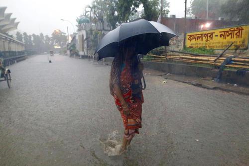 باران سیل آسا در شهر داکا بنگلادش