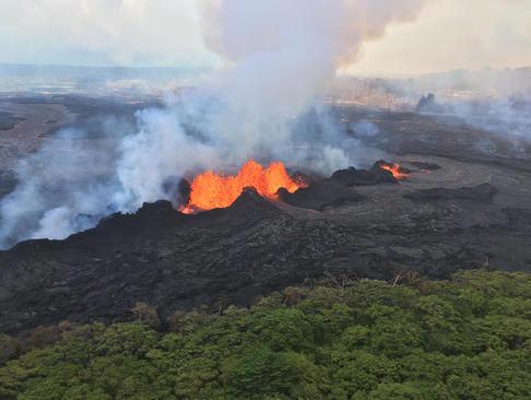 ادامه فوران آتشفشانی در هاوایی آمریکا
