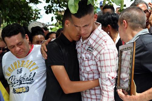 مراسم تشییع قربانیان سانحه اخیر سقوط هوایپمای مسافربری در کوبا
