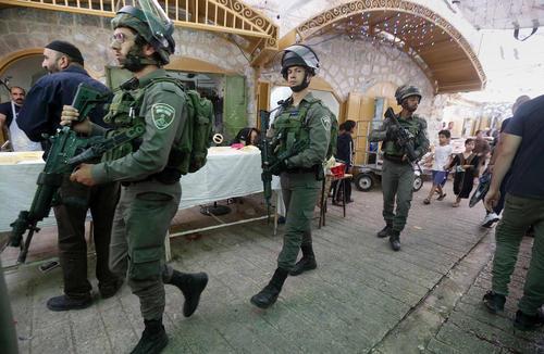 گشتزنی مسلحانه سربازان ارتش اسراییل در شهر الخلیل در کرانه باختری رود اردن