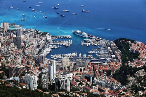 شهر مونت کارلو – موناکو- آماده برگزاری مسابقات اتومبیلرانی جایزه بزرگ فرمول یک میشود.