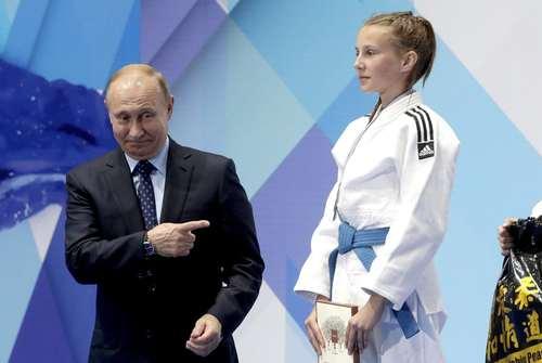 تقدیر رییس جمهوری روسیه از قهرمانان تورنمنت جودو جوانان در سال 2018- پوتین خود جودوکار است./ ایتارتاس