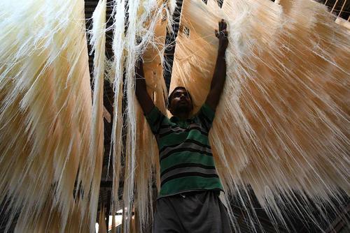 کارخانه تولید رشته خوراکی برنجی در شهر تریپورا هند / شینهوا
