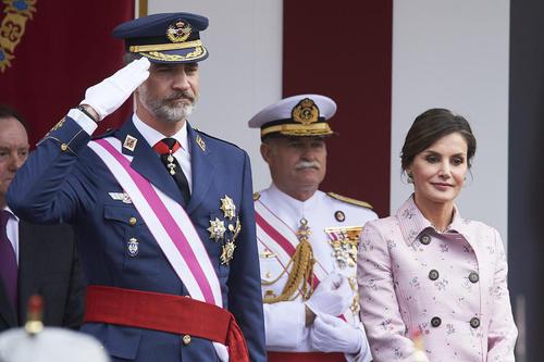 حضور پادشاه و ملکه اسپانیا در مراسم رژه روز ارتش در این کشور