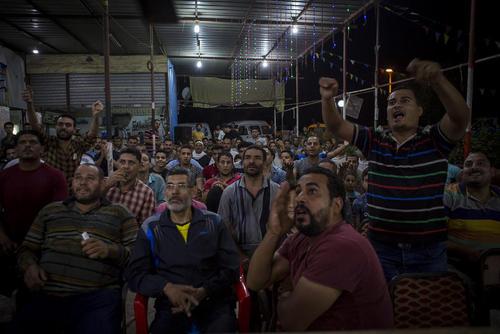 شهروندان مصری در حال تماشای بازی فینال لیگ قهرمانان اروپا و واکنش آنها به مصدومیت محمد صلاح بازیکن مصری تیم لیورپول بریتانیا/خبرگزاری آلمان