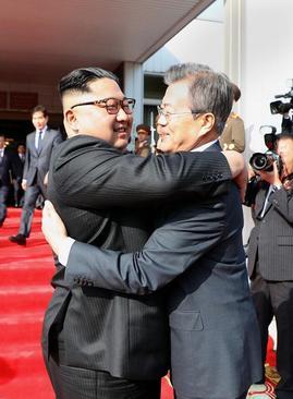 دیدار غیرمنتظره 2 ساعته رهبران دو کره در مرز دو کشور
