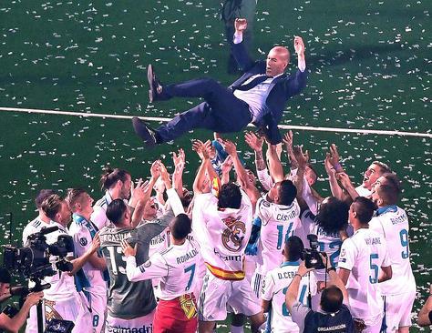 جشن قهرمانی تیم فوتبال