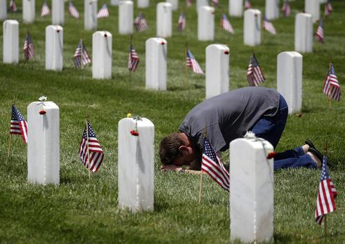 مراسم روز یادبود قربانیان جنگ در آمریکا- لس آنجلس و فلوریدا