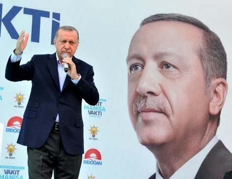 سخنرانی رجب طیب اردوغان نامزد انتخابات ریاست جمهوری زودهنگام ترکیه در جمع حامیانش در شهر مانیسا ترکیه