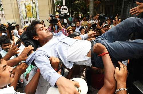 تظاهرات فعالان چپ و سوسیالیست علیه گران شدن قیمت سوخت/ کلکته هند/ خبرگزاری فرانسه