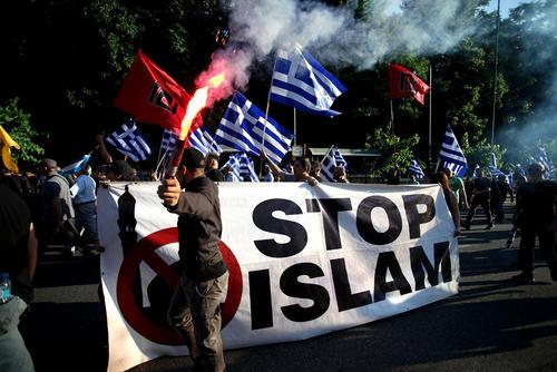 تظاهرات یک گروه ملیگرای یونانی علیه گسترش اسلام در اروپا در پانصدو شصت و پنجمین سالگرد فتح شهر استانبول به دست سلطان محمد فاتح عثمانی