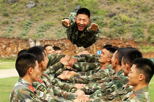 تمرینات بدنی واحدهای ارتش چین