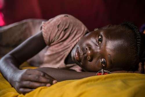 دختر 10 ساله مبتلا به صرع در اردوگاه آوارگان