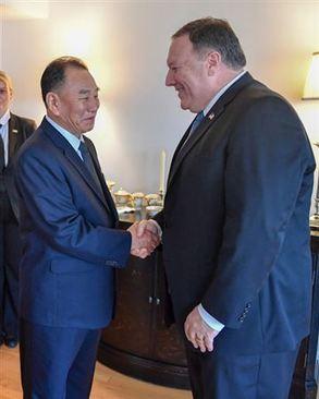 عکس های منتشره وزارت امور خارجه آمریکا از دیدار و شام کاری دو مقام آمریکایی و کره شمالی