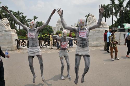 گروهی از فعالان دانشجویی هندی در روز جهانی بدون دخانیات/ کلکته