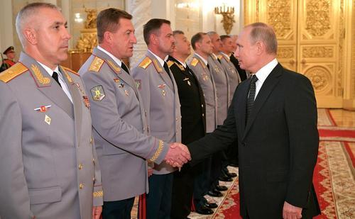 دیدار افسران و دادستانهای ارتقای درجه یافته با رییس جمهوری روسیه در کاخ کرملین در مسکو