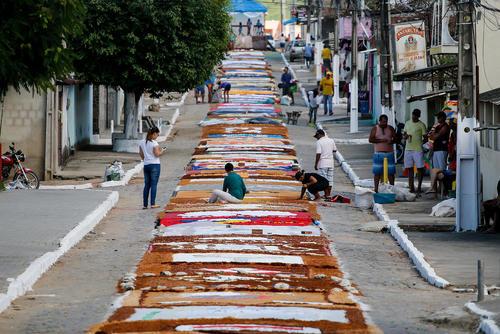 نقش- فرش کردن خیابانها در برزیل برای برگزاری یک آیین سالانه- سائوپائولو