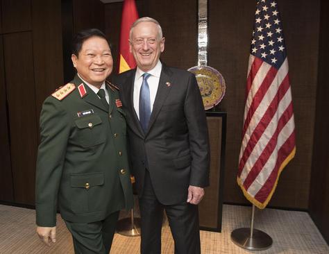 دیدار وزرای دفاع آمریکا و ویتنام در سنگاپور