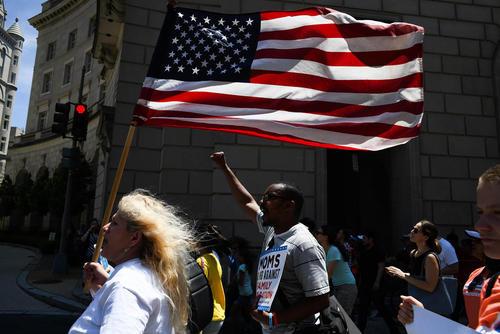 تظاهرات برضد سیاستهای ضد مهاجرتی ترامپ و جداکردن اعضای خانوادههای مهاجر از یکدیگر / واشنگتن